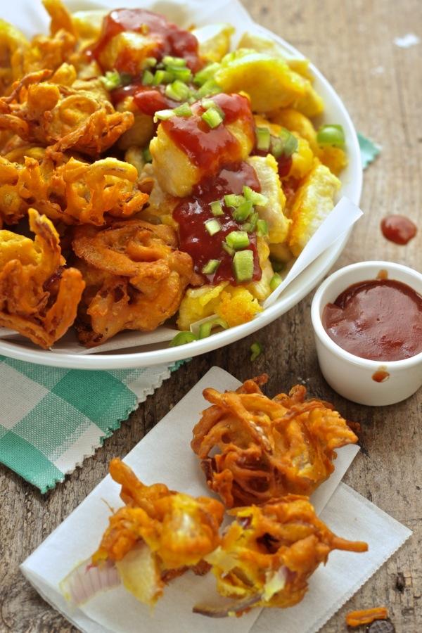 la ricetta in 4 mosse : bocconcini di tacchino in salsa barbecue con frittelle di cipolla