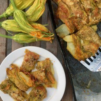 Tranci di fiori di zucca con patate e formaggio