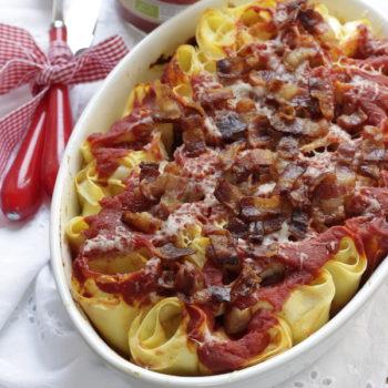 Una ricetta per Pomi: Rotolini con ricotta  pecorino pancetta e salsa di pomodoro