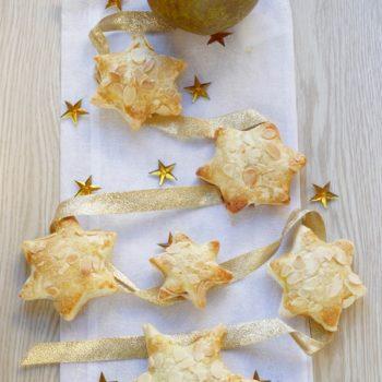 Una ricetta con Pera Angélys: stelline festose con pera e gocce di cioccolato