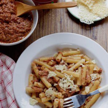 Una ricetta per Pomi: Sedanini in crema di olive e pomodoro