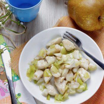 Una ricetta per Pera Angélys: bocconcini di pollo con porri pera e pinoli tostati
