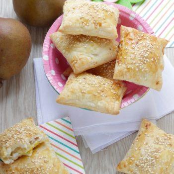 Una ricetta per pera Angelys: sfogliatelle saporite con pera uovo e pecorino