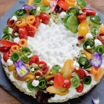 Torta salata in padella con verdure estive