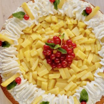 Torta all'ananas con panna
