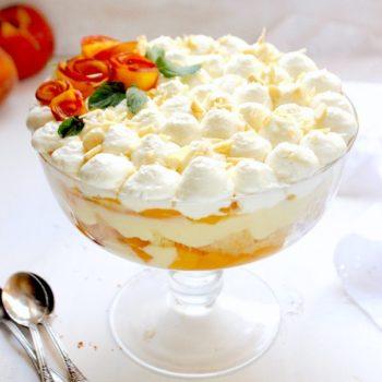 Coppa bontà con crema pasticcera e pesche