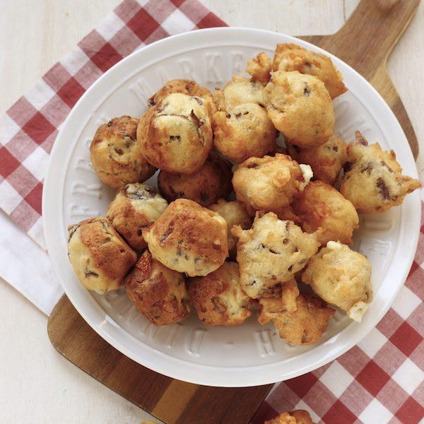 Sfizi con cipolla e formaggio