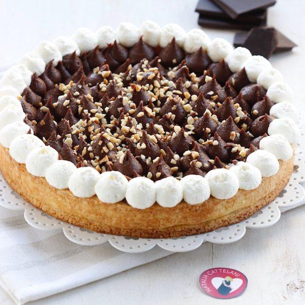 Crostata con crema al cioccolato in bella mostra