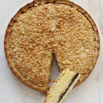 Crostata ripiena di torta