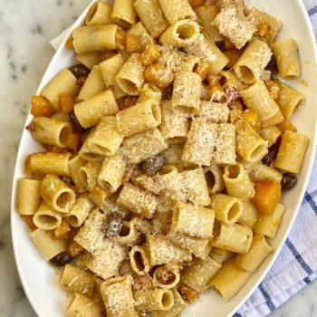 Pasta con zucca pancetta e olive