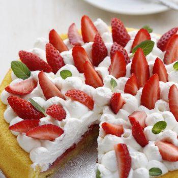 Torta panna e fragole con stampo furbo