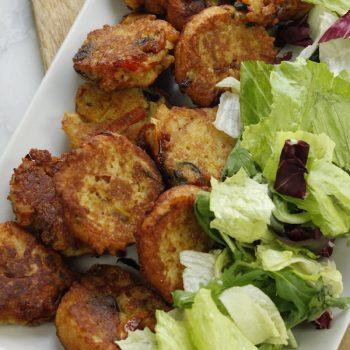 Frittelle di pane con peperoni e olive