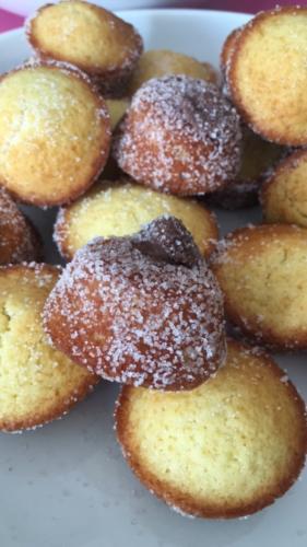 Muffin riempito di nutella e ricoperto di zucchero semolato