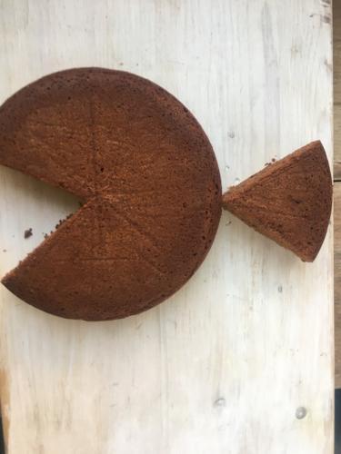 estraete la fetta di torta e posizionatela per formare la coda