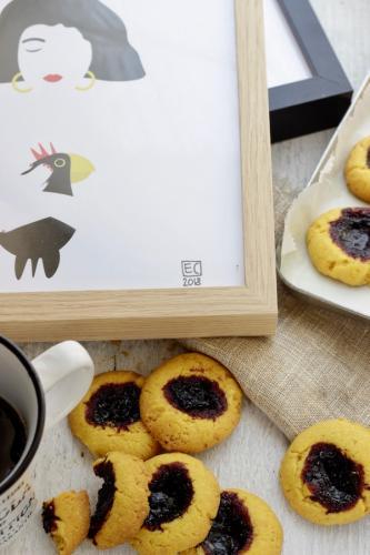 Biscottini alla curcuma e confettura di mirtilli
