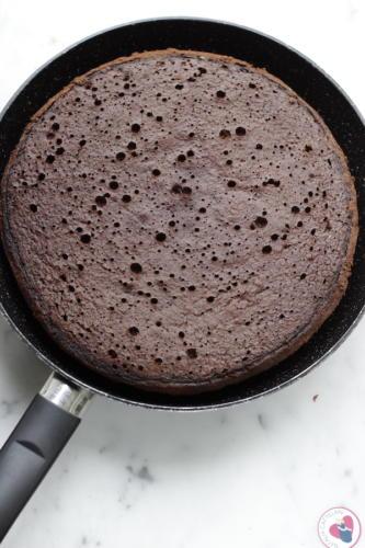 Preparate la torta in padella