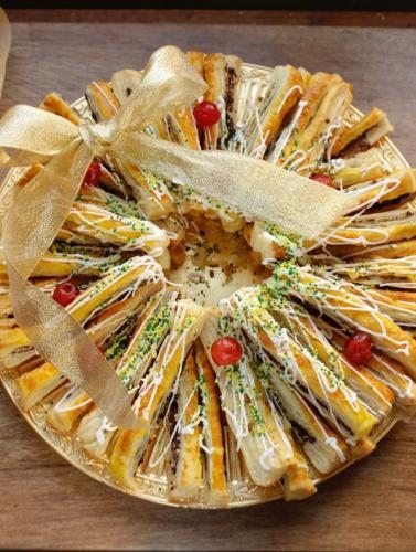 Corona di pasta sfoglia dolce