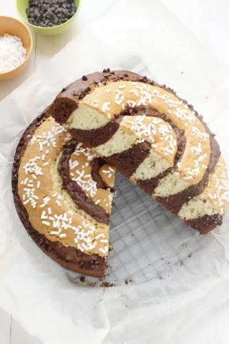 Torta a spirale vaniglia e cacao tagliata