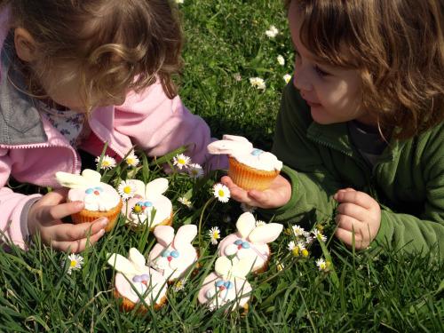 Coniglietti e bimbe