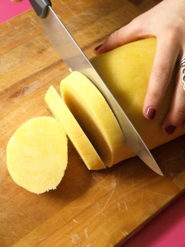 tagliate il panetto a fette
