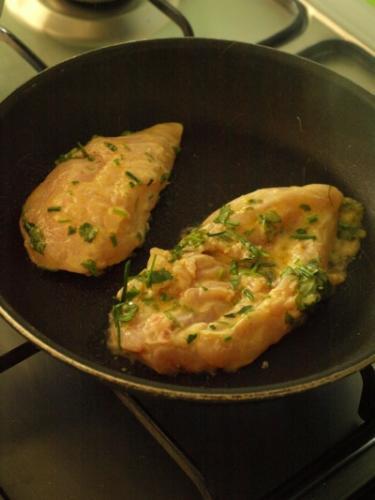 cuocere il pollo a fiamma alta