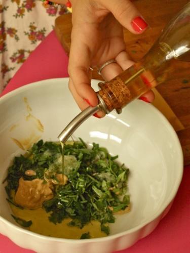 aggiungere olio e senape