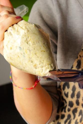 realizzate una tasca da pasticcere con un sacchetto per alimenti