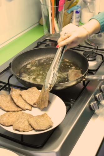 togliete la carne e mettetela in caldo tra due piatti
