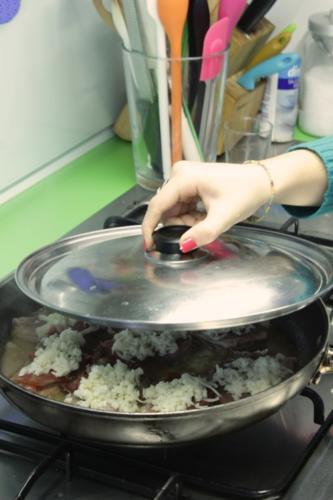 spegnete la fiamma e coprite in modo che si sciolga il formaggio