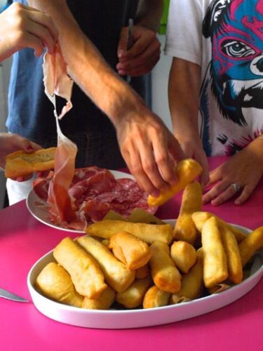 portare in tavola e servire con formaggi e salumi